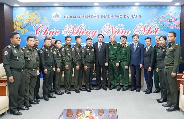 Bộ Tư Lệnh Quan Khu 4 Quan đội Hoang Gia Campuchia Thăm đa Nẵng